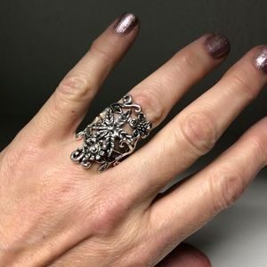 Floral Detailed Ring